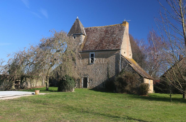 manoir, manor house, mansion, french, french lifestyle, le mans, french house, real estate, french style, 15th century architecture, 16th century architecture, french architecture, country house, genteel, elegant, historic, home, real estate, house, rustic
