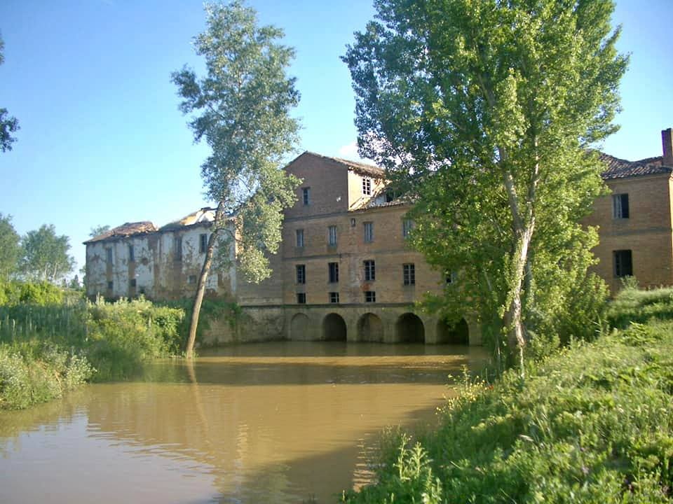 industrial, spanish, spain, león, flour mill, mill, flour, factory, harina, masía, en venta, for sale, countryside, valderas, beautiful, charming, 18th century, 14th century, siglo XIV, siglo XIX, river, water, preservation, historic, antique, old, building, architecture
