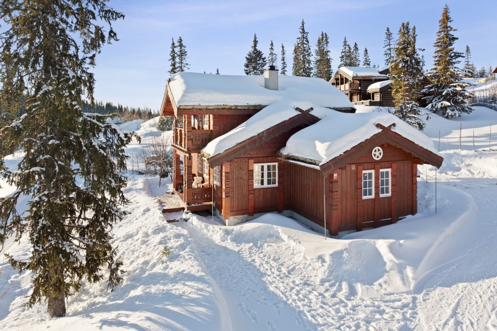 Beautiful and practical cottage built in 2007, over 2 floors, with two living rooms, and well thought out smart floor plan. The cabin is located in an attractive area that offers miles of beautiful machine-driven trails just off the cabin, and Valdres ski resort accessible by skis. The cabin has parking spaces just off the cabin wall and large patio covered with natural slate. Inside there is modern comfort with underfloor heating, downlights and not least a tasteful cabin design.