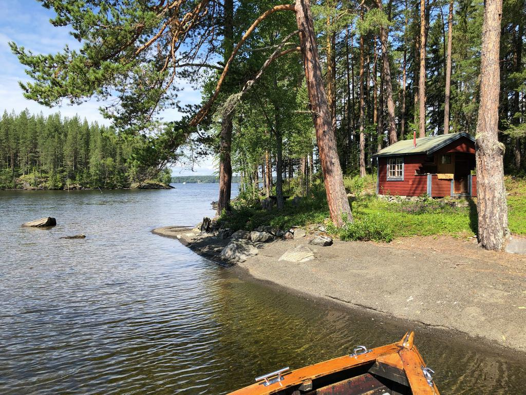 Unique opportunity to buy property with cottage on an island in Lake Storsjön! Here are two built-up properties, one of which has an incredible location towards the small strait and the perfect sun position. The property has its own jetty and napkin to place at the jetty on the mainland. The cottage is about 10 sqm + veranda, it has simple building standard, 2 beds, small table with chairs and small wood burning stove. The seller has sought and obtained beach protection dispensary to replace the cottage with a larger of about 25 sqm + loft. The possibility, if desired, of obtaining building permits for a larger cabin is considered good.
