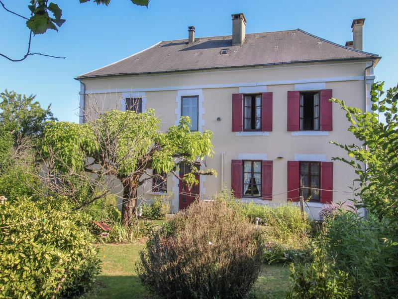 A village home with large garden in the Dordogne, lots of potential!