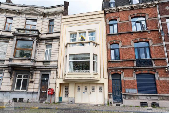 Fantastic Art Deco Luxury Townhouse Circa 1920 With Architecturally Stunning Details And Ground Floor Office Space In Center Of Liege Belgium 399 000 Escapist To The Country