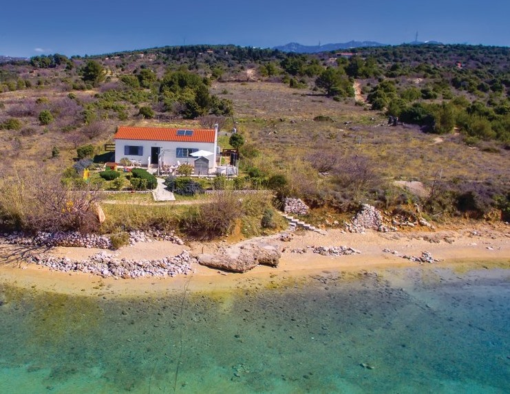 Happy Tuesday! Mediterranean paradise! Off-the-grid beachfront bungalow on the beautiful island of Rab, in Croatia!