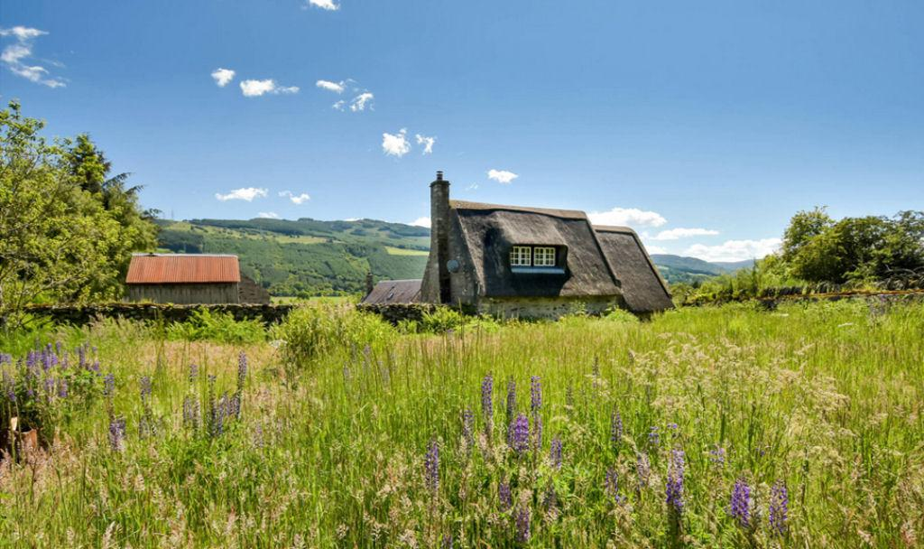 Good Thursday morning! A rural thatched cottage in Scotland with additional B-listed cottage to be restored!