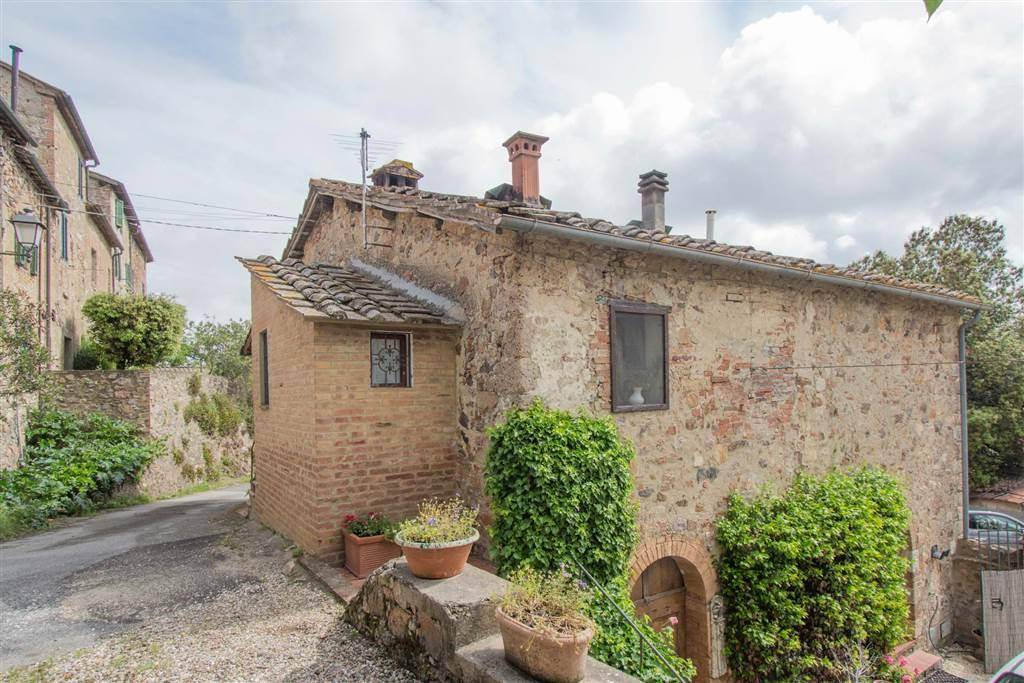 Tuscany Week! A lovely, well-renovated country house in Sovicille, Siena, Tuscany, with private garden!