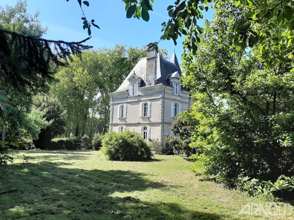 Good Tuesday morning! A gorgeous, tranquil manor house circa 1903 in the French countryside of the Loire-Atlantique region!