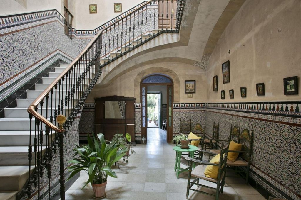A unique period townhouse with an outstanding decorative façade and sheltered garden, this one-of-a-kind property offers elegance and style in a noble town with an intriguing history just 50m from Caceres.