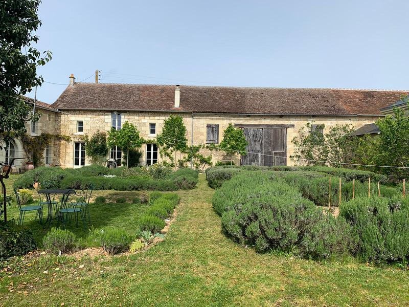 Set in an enclosed courtyard, this tastefully renovated, character farmhouse with exposed stone walls and beams, tomette and wooden floors, offers the opportunity to create further living or entertainment or work space in the numerous outbuildings and barns.