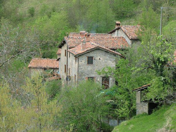 Tuscany Week! Bargain Friday: The coziest mountain cottage in perfect condition in a small medieval hamlet in Molazzana, Lucca, Italy!