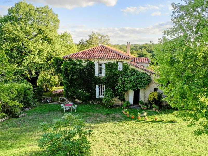 I had to share this property today! A gorgeous country estate in prime Armagnac growing territory. The lucky buyer could grow their own brand of delicious brandy! The farmhouse itself is snug and cozy - I'd love snuggling up to the fire on a chilly day with snifter of brandy and a good read.