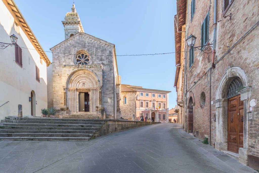 A cozy apartment in the historic center of San Quirico D'Orcia, a beautiful Tuscan village, with panoramic views