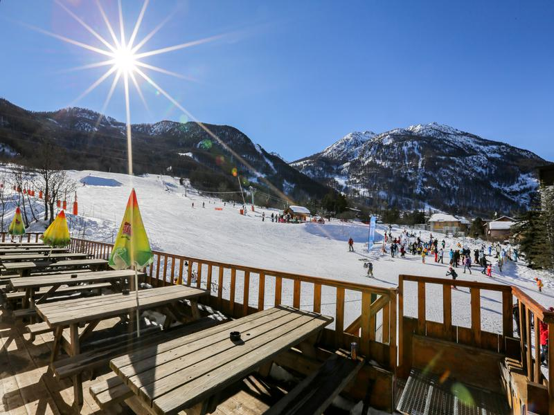 A bar and restaurant business for sale on the snowy slopes of Serre Chevalier!