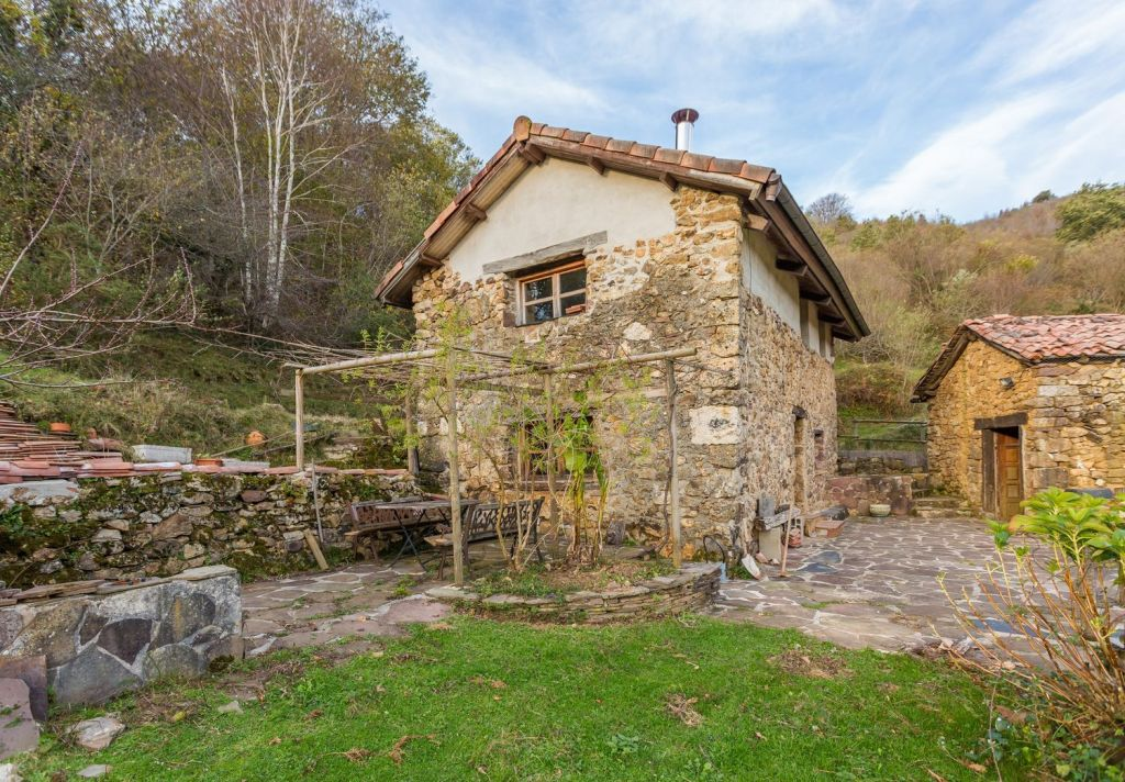 A beautiful, rustic Spanish country house on six acres of land with sweeping views!