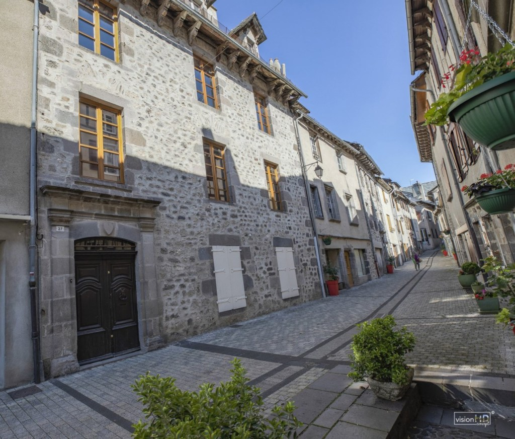 A massive, beautiful French townhouse in the small medieval castle town of Mur-de-Barrez, in southern France!