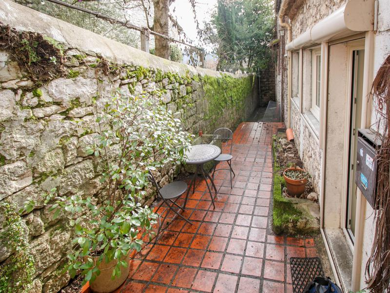 A very affordable sweet retreat in a lively French village!
