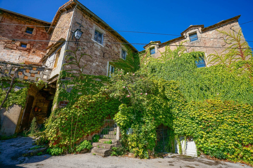 Two adjoining stone houses for sale in the south of France - one move-in ready and one to be renovated!