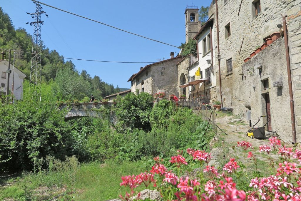 A cute and historic village house with garden at the foot of a castle, in Verrucola, Fivizzano, in Tuscany, Italy!