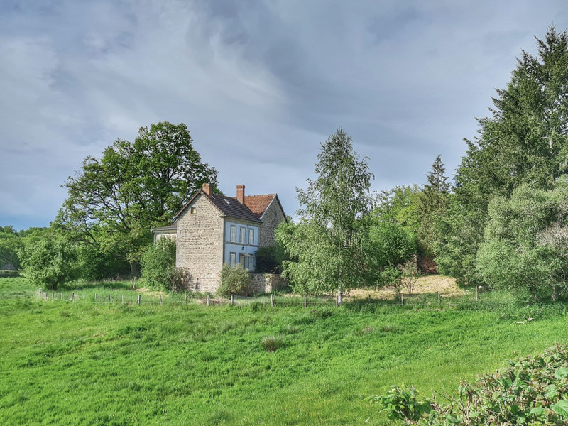 An idyllic countryside home with gardens, well, pond, and a barn, in Néoux, Creuse, Limousin, France!