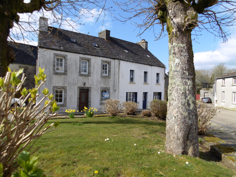 A cute village house in Brittany, located in the bucolic Parc Naturel Régional d'Armorique!